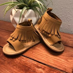 Like NEW! Leather Moccasin Sandals 0-3 Months